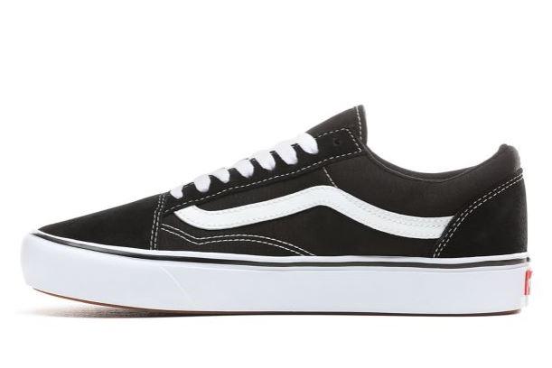 VANS black + white old skool skate sneakers (7.5)